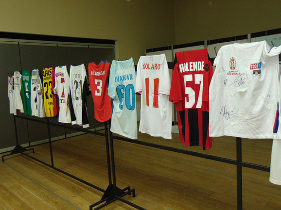 Humanitarna aukcija dresova u niškom Oficirskom domu