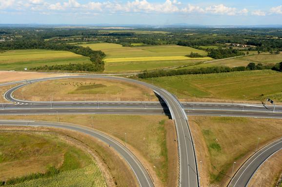U Srbiju će auto-put ulaziti kod Kotromana, ide do Požege, gde bi trebalo da se spoji sa auto-putem Miloš Veliki