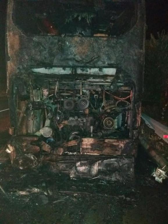 Autobus se zapalio kada je prešao preko dušeka