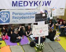 Rezydenci strajkują już kilkanaście dni