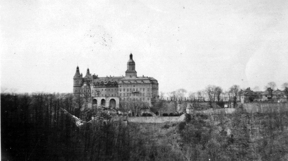 Zamek Książ (1943- 1945). Zdjęcie wykonane Josefa Masopusta, pracownika obozu pracy w Pełcznicy.