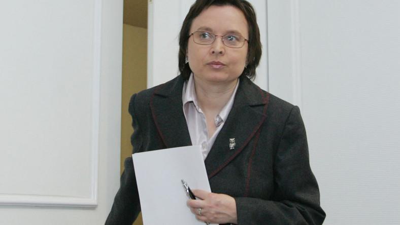 Kierowane przez Katarzynę Hall Ministerstwo Edukacji Narodowej ogłosiło przetarg na termosy i walizki