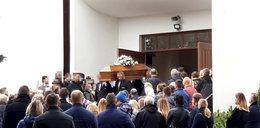 Pogrzeb ojca i trzech synków, którzy zginęli w wypadku w Tatarowcach. Ludzie zaczęli płakać po słowa księdza o różach