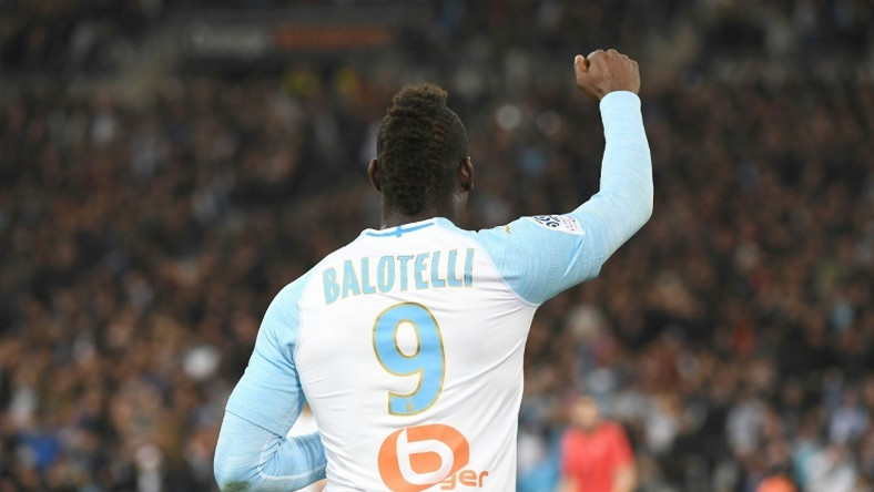 Marseille striker Mario Balotelli clashed with former Nice teammates before scoring the winning goal in a Ligue 1 match between the two sides on Sunday