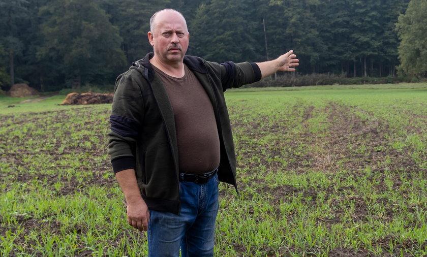 Rolnik Marek Węglewski od lat nie może swobodnie korzystać ze swojej ziemi, bo odkryto pod nią zaginione średniowieczne miasto.