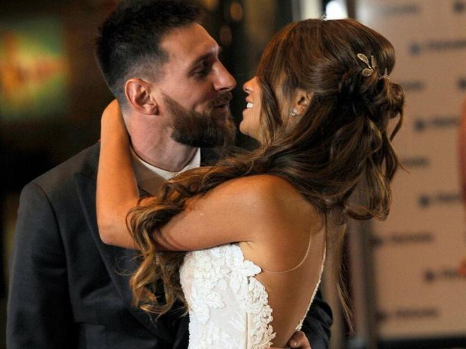 Pojavila se Mesijeva slika sa medenog meseca: Svi su gledali samo U OVO!