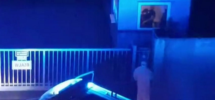 Szokujące nagranie ze szczecińskiego szpitala. Karetka z pacjentem stała przed zamkniętą bramą, a stróż... [WIDEO]