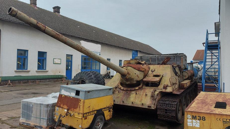 Amnestia na broń w Czechach. Obywatel zaskoczył policję oddając działo samobieżne i czołg