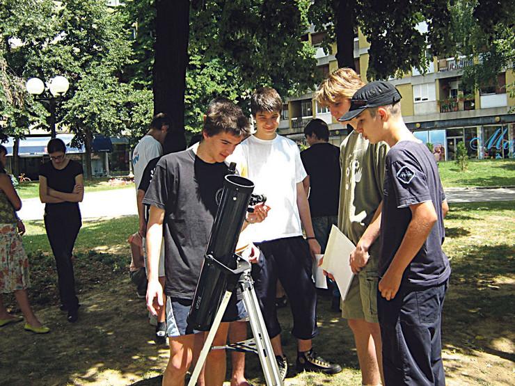 Mladi istrazivaci sada astronomi_foto Drustvo istrazivaca