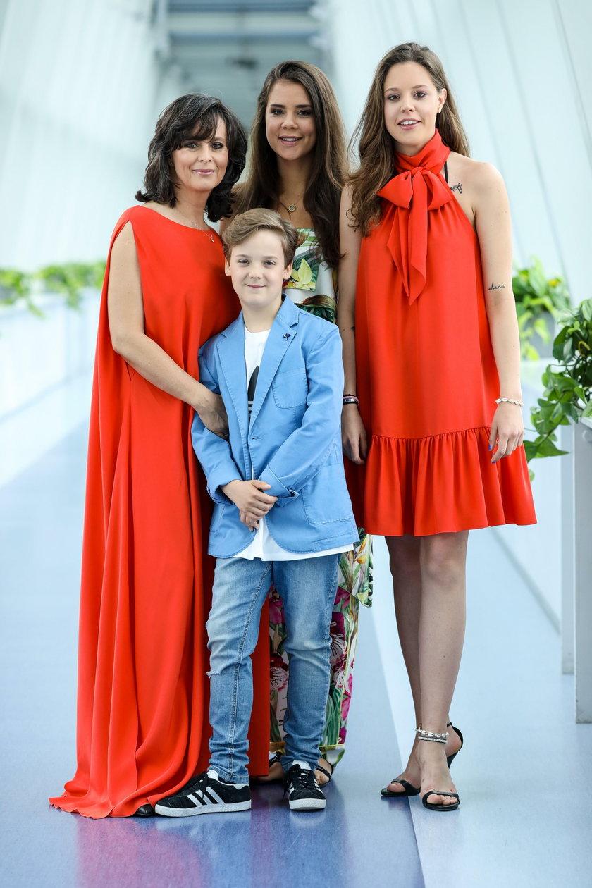 Anna Korcz z córkami i synem