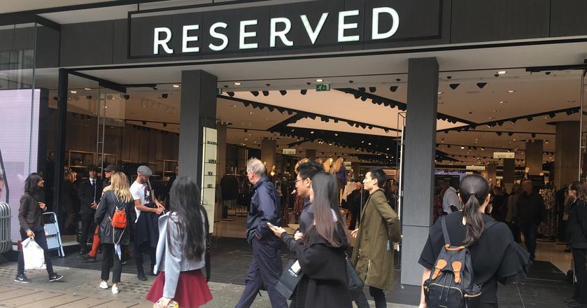 Salon Reserved znajduje się przy Oxford Street, w samym centrum Londynu