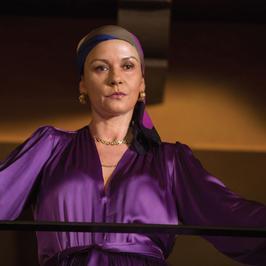 """Oszpecona Catherine Zeta-Jones w filmie """"Kokainowa matka chrzestna"""""""