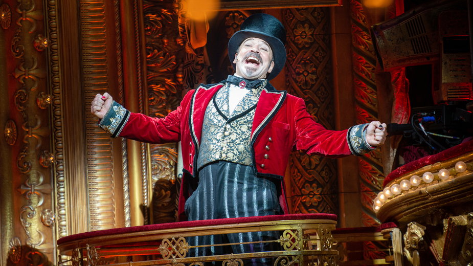"""Danny Burstein w musicalu """"Moulin Rouge - The Musical!"""""""