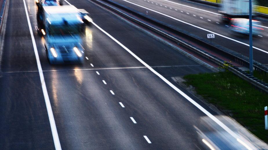 Autostrada A1. Kierowca jechał pod prąd. Był chory na COVID-19