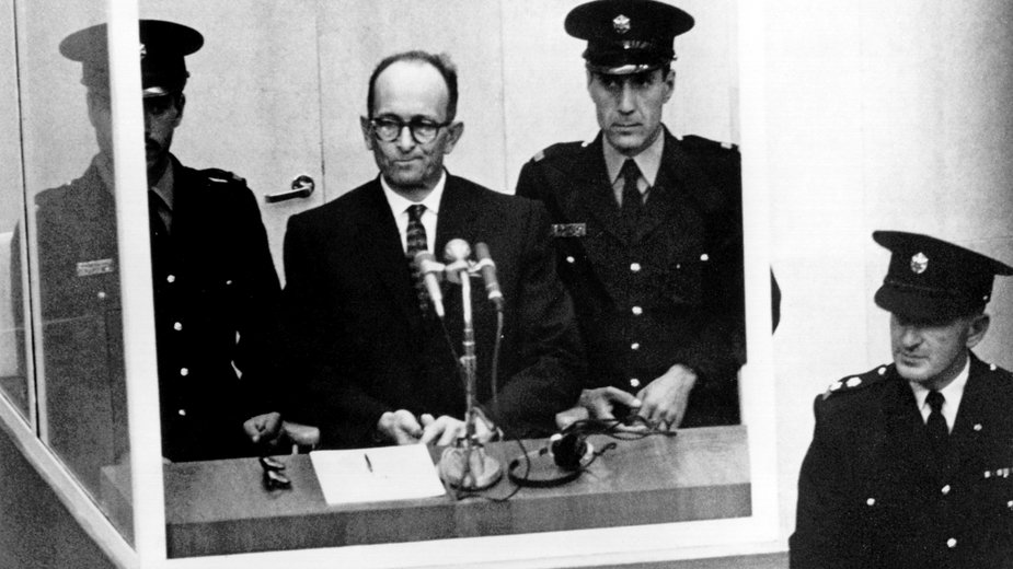 Adolf Eichmann w czasie procesu w 1961 r.