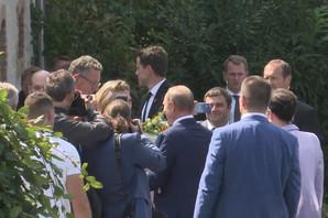 PRVI SNIMAK PUTINA NA SVADBI Poklonio buket žutog cveća austrijskoj šefici diplomatije (VIDEO)