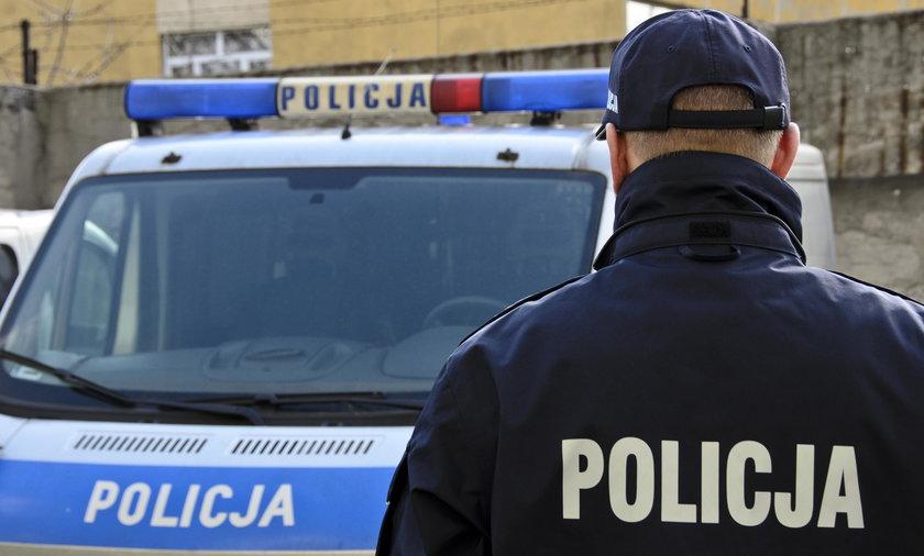 Policjanci pilnowali zwłok przez kilka godzin. Nie było lekarza, by wystawić akt zgonu
