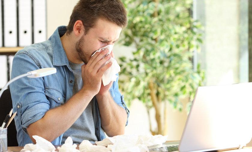 Czy męska grypa istnieje? Tak, mężczyźni mają słabszy układ odpornościowy, słowem łatwiej łapią wszelkie zarazki. Tak na ich organizm działa testosteron.