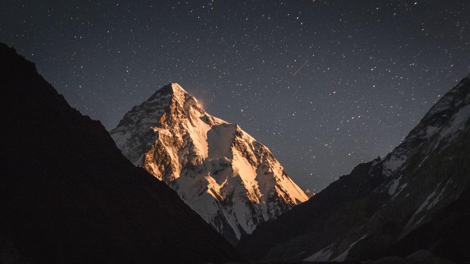 K2 nocą