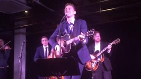 Tom Hiddleston na żywo jako Hank Williams