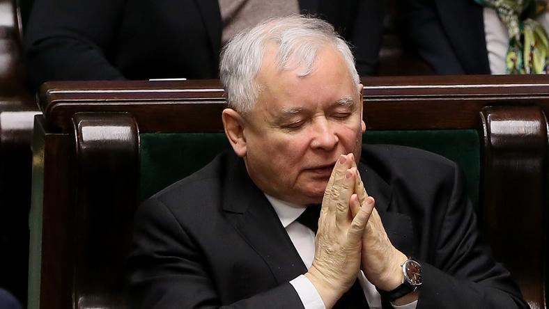 Prokuratura: J. Kaczyński nie znieważył prezydenta i prezesów sądów