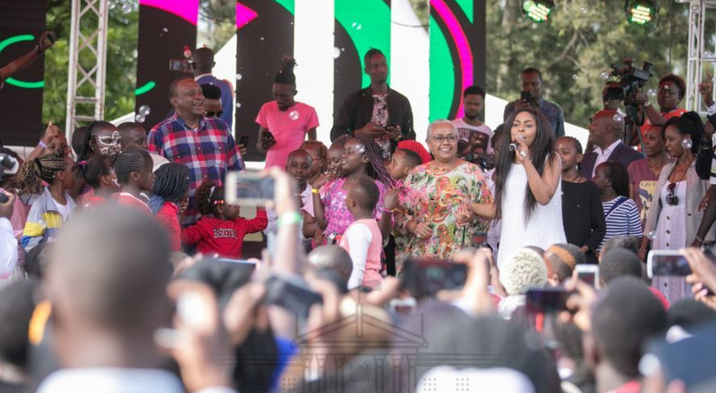 President Uhuru, First Lady Margaret Kenyatta wows the crowd with dance moves at State House party