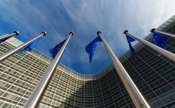 Jak powiedziała rzeczniczka, KE zwróciła się do Trybunału Sprawiedliwości Unii Europejskiej (TSUE) o tzw. środki tymczasowe po to, aby zawieszone zostały przepisy dotyczące wieku emerytalnego.