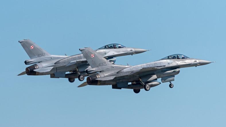 Para polskich F-16