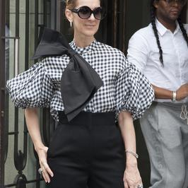 Celine Dion w bluzce z ogromną kokardą. Hit czy wpadka?