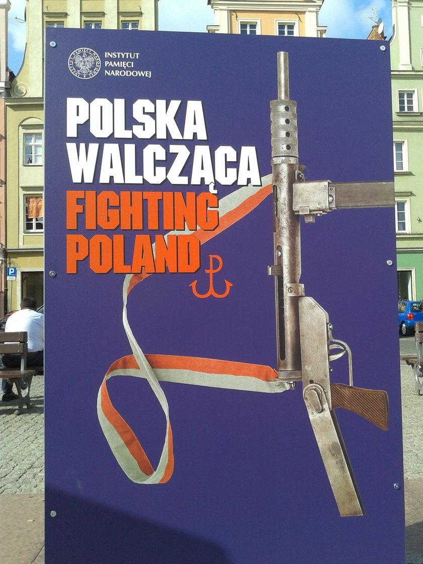 """Wystawa """"Polska Walcząca. Fighting Poland"""" na pl.Solnym we Wrocławiu"""
