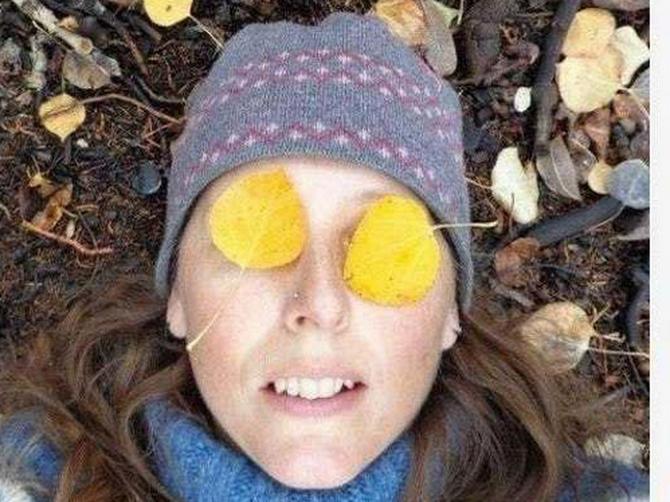 Ponosno je postavila ovu sliku na Fejsbuk: Da li vi vidite stvar pored njene glave zbog koje se svima SMUČIO ŽIVOT?