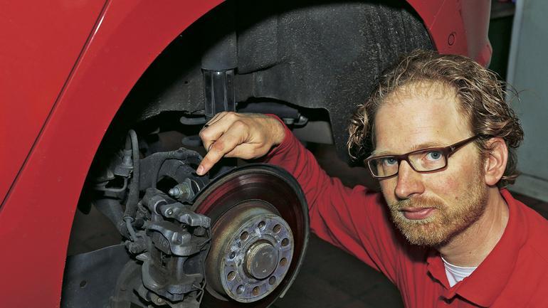 Jak rozwiązać problemy z elektrycznymi hamulcami postojowymi