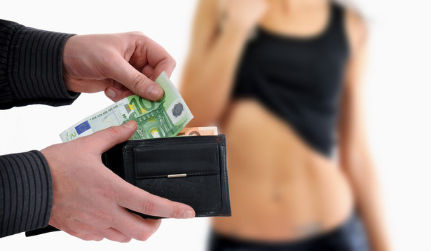 Kuplerstwo wiąże się z sutenerstwem, czyli czerpaniem korzyści majątkowych z cudzej prostytucji, oraz ze stręczycielstwem, czyli nakłanianiem do uprawiania prostytucji.