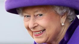 Królowa Elżbieta II dała swoim pracownikom prezenty z supermarketu...