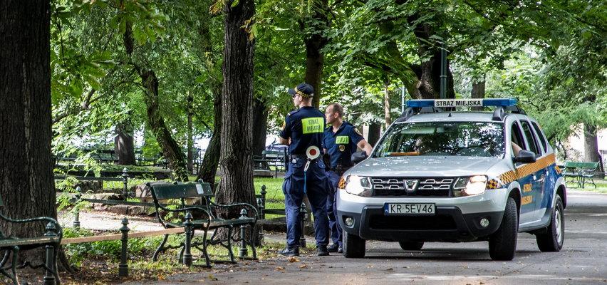 Kraków: nagi mężczyzna zaatakował tramwaj i wyrwał z niego wycieraczkę