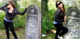 Robiły seksi fotki na cmentarzu żydowskim. Prokuratura: Nie doszło do przestępstwa