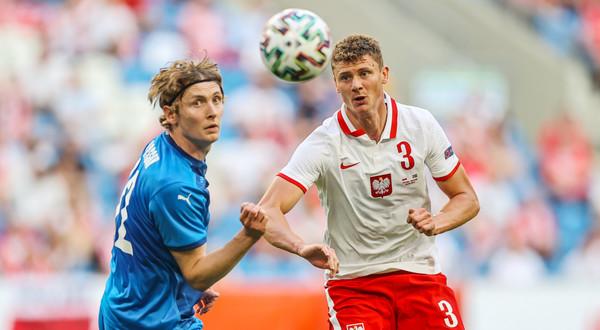 Tak jak on, może zagrać każdy. Ani jednego dobrego zagrania - tak występ z Islandią Pawła Dawidowicza podsumowuje Andrzej Iwan.