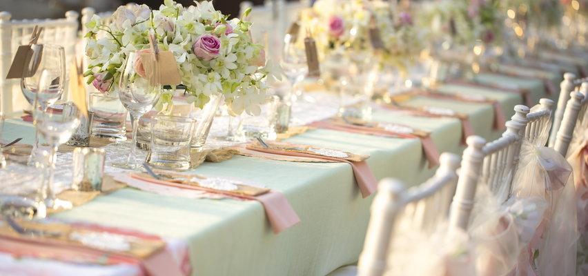 Sezon ślubny 2021 – modne ozdoby na wesele w niskiej cenie