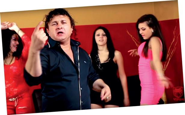 Ludowa miłość, którą słuchacze zapałali do zabarwionej orientem tandety Ekrema, McStojana, Ciorby i Guțy, przekłada się na konkretne zyski i sławę. Mimo niechęci ich twórczość spontanicznie włada masową wyobraźnią. W Bułgarii ma swój odpowiednik w postaci czałgi. W Kosowie, Albanii i albańskiej części Macedonii z powodzeniem funkcjonuje tallava.