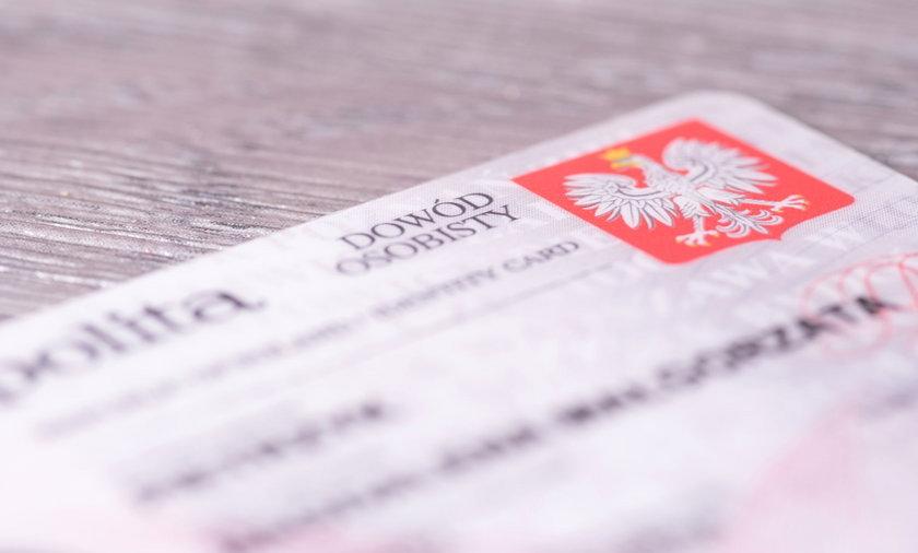 Nowe dowody będą wydawane osobom, których dokumenty tracą ważność po 2 sierpnia lub które kończą 18 lat i dowodu nie mają.