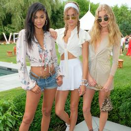 Długonogie modelki świetnie się bawią na imprezie. Jedna nie założyła biustonosza