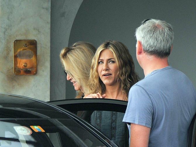 Bradavice Dženifer Aniston hit na ulicama Los Anđelesa: Glumica se opustila pa upala u zamku