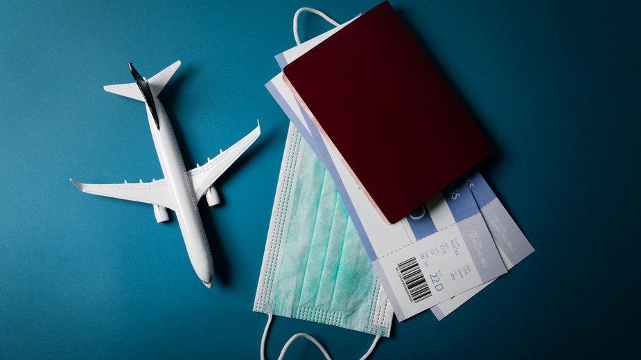 Polacy podzielni w sprawie tzw. paszportów covidowych [SONDAŻ]