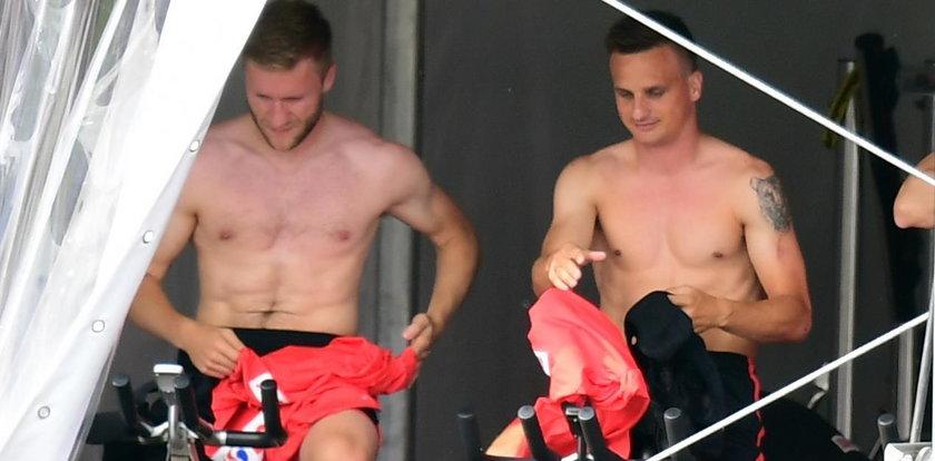 Piłkarze prężą klaty przed meczem. Która najlepsza?