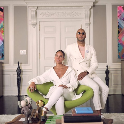 One of American's most powerful couples, Alicia Keys and Swizz Beats were at the prestigious Harvard University where they presented a paper on their lives. [Instagram/TheRealSwizz]