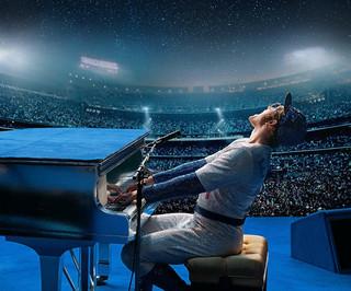 """Rocketman' już w kinach. To filmowa biografia Eltona Johna"
