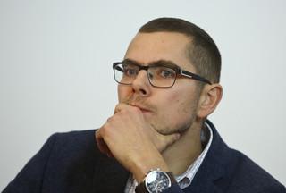 """Zychowicz: Ustawa nie służy do walki z """"polskimi obozami śmierci"""". Będzie kneblować debatę w Polsce [WYWIAD]"""