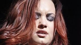 Co się stało z twarzą Kelly Clarkson?