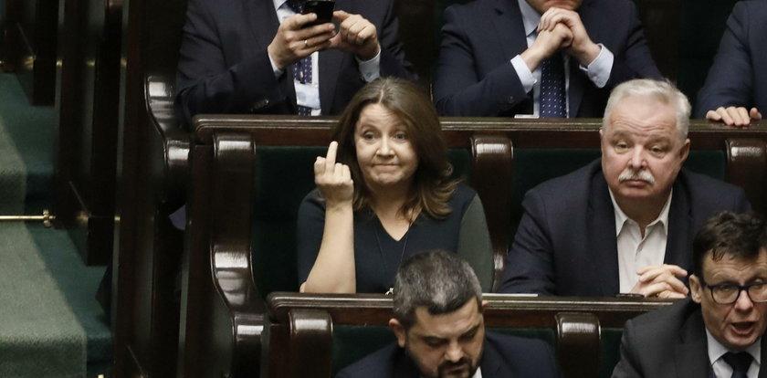 Posłanka Lichocka odwołana z komisji! Jak to się stało?