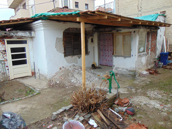Kuća u Nišu u kojoj je živeo Mitić sa sinom